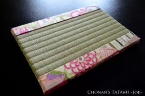 麻の葉と菊柄のりんず生地を使ったミニ畳