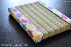 パステルカラーの青海波柄のちりめん生地を使ったミニ畳