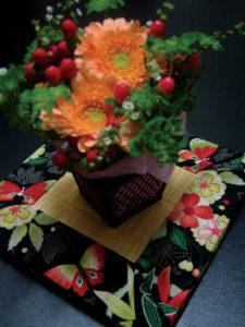 板谷なお美、花の楽園風呂敷を使ったミニ畳