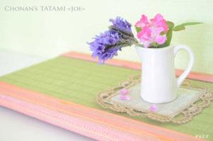 ピンクのオーガンジーを使ったおしゃれで可愛いミニ畳と小さな花瓶