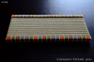 雛人形や親王台としてのミニ畳は西陣織金襴のうんげん柄を使用