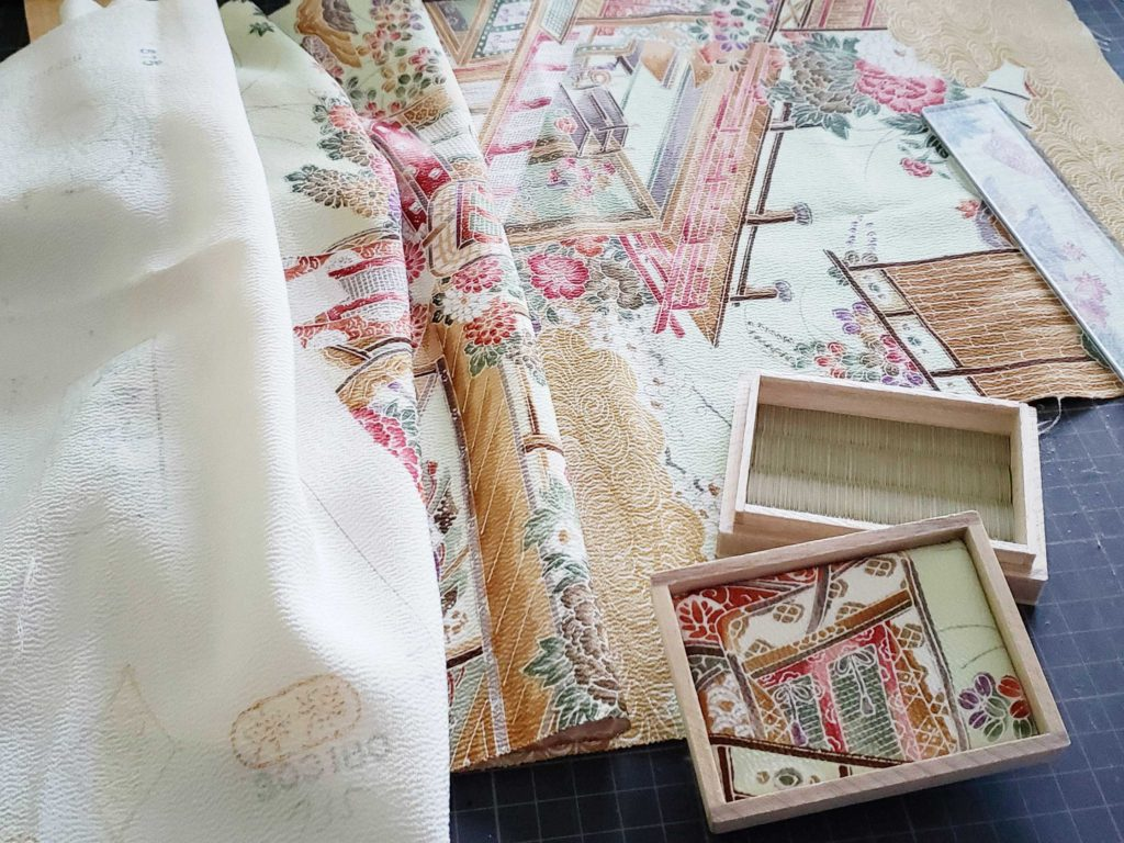 ミニ畳専門店 長南畳店は着物からミニ畳へリメイクもします