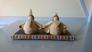 西陣織金襴繧繝柄のシックなミニ畳と陶器製雛人形